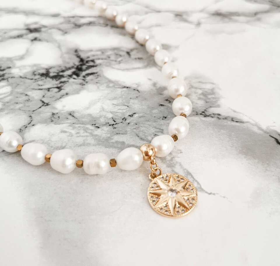 Gėlavandenių perlų vėrinys su auskarais